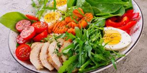 Un piatto con alimenti per Dieta proteica